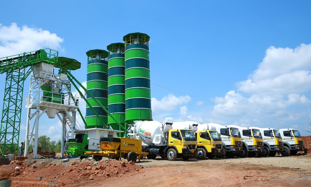 Geomix ready mix concrete vehicles and plant at work in kannur, Calicut and kasargod